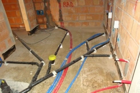 Realizzazione di impianti idraulici per case private.