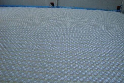 Impianti di riscaldamento a pavimento per capannone industriale.