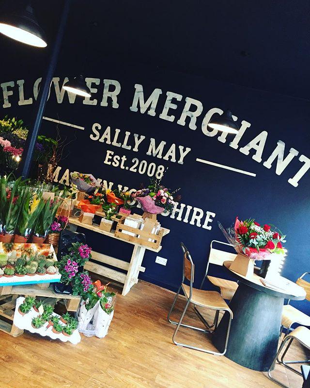 FLOWER MERCHANT hoarding