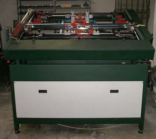 Macchina serigrafia al laboratorio Metaltarga a Senago