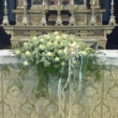 composizioni fiori altare
