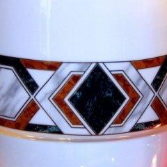 dettaglio decoro vaso in ceramica