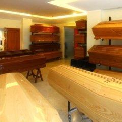 bare in legno chiaro e scuro