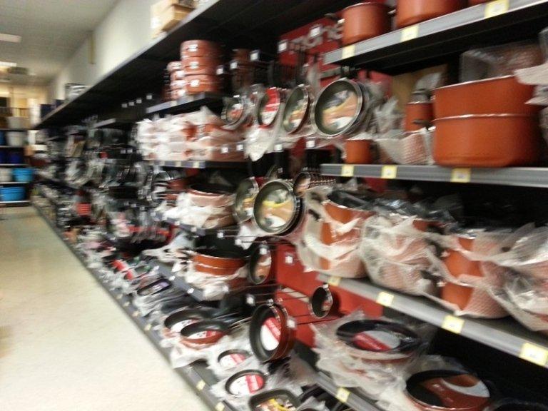 Arredamenti per negozi bari int ralogistic for Arredamento parrucchieri outlet