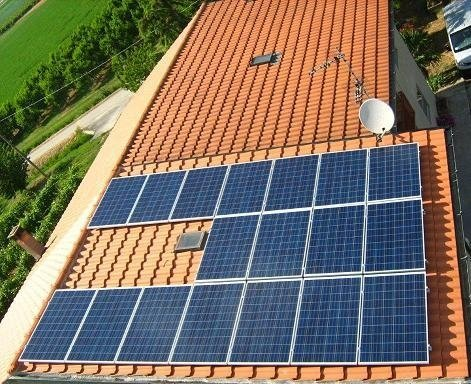 3 file di pannelli solari