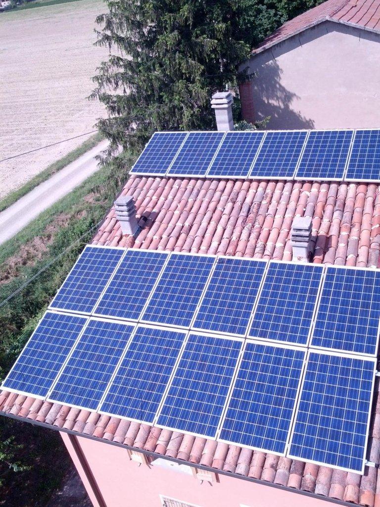 panelli solari su un tetto