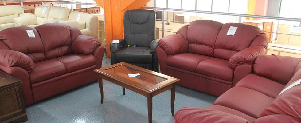 divani di pelle rossa