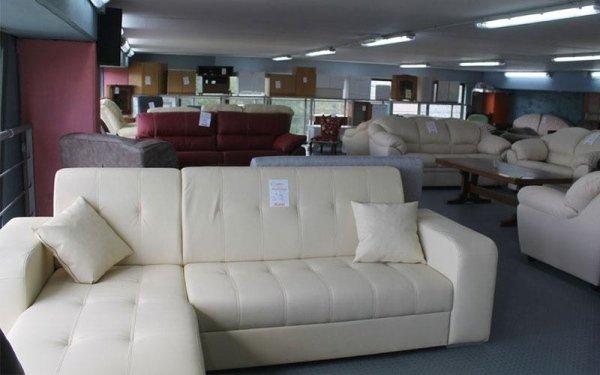 divano bianco angolare