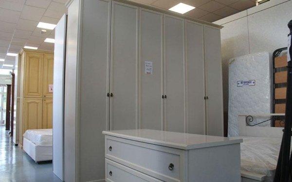 armadio e cassettiera usati