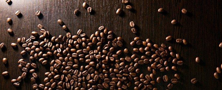 Grani da caffè sulla tavola