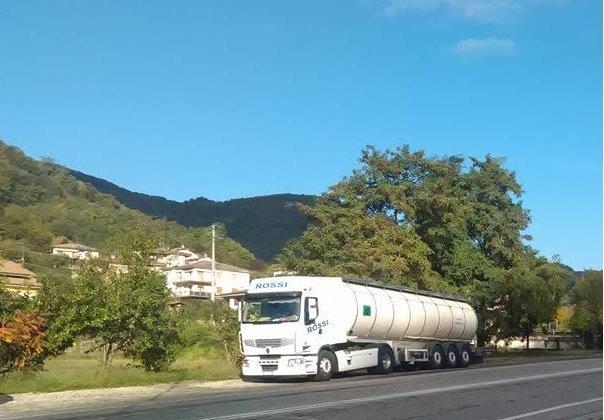 Trasporti alimentari nazionali di latte e siero, da Fontanella (BG)