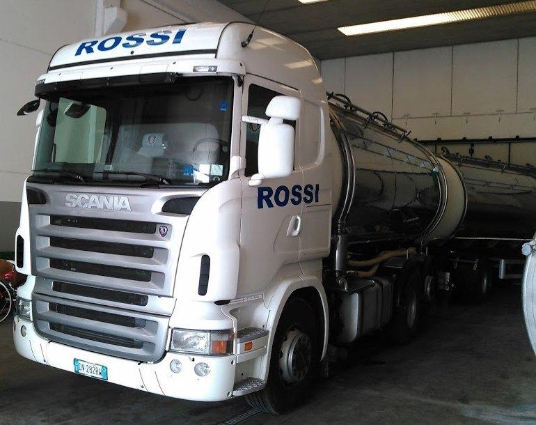 Autocisterne di Autotrasporti Rossi nel bergamasco