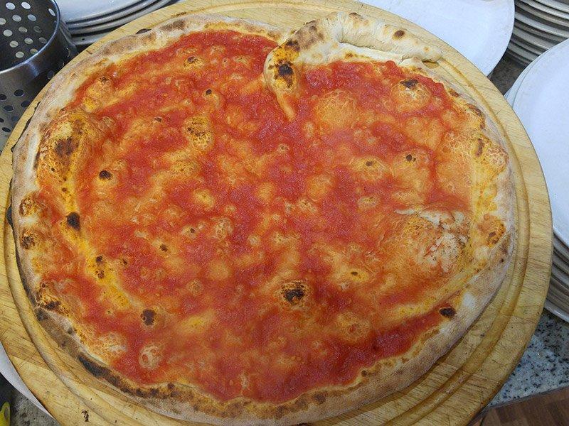 Pizza rossa al Ristorante Pizzeria Donna Sofi' ad Avigliana