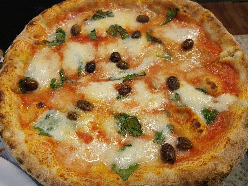 Pizza alle olive al Ristorante Pizzeria Donna Sofi' ad Avigliana