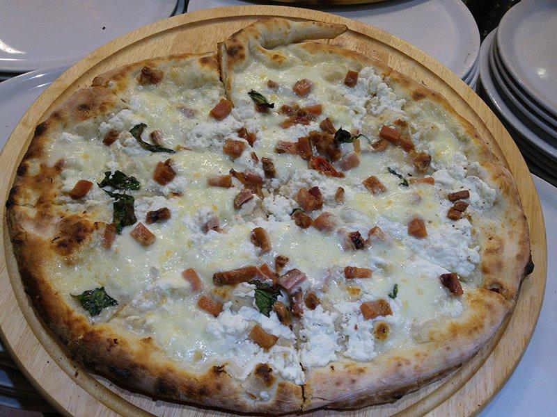 Pizza pancetta e formaggio al Ristorante Pizzeria Donna Sofi' ad Avigliana