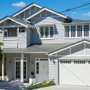 Queenslander renovated in Hampton's style