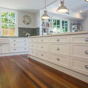 Hampton' style kitchen with shaker doors