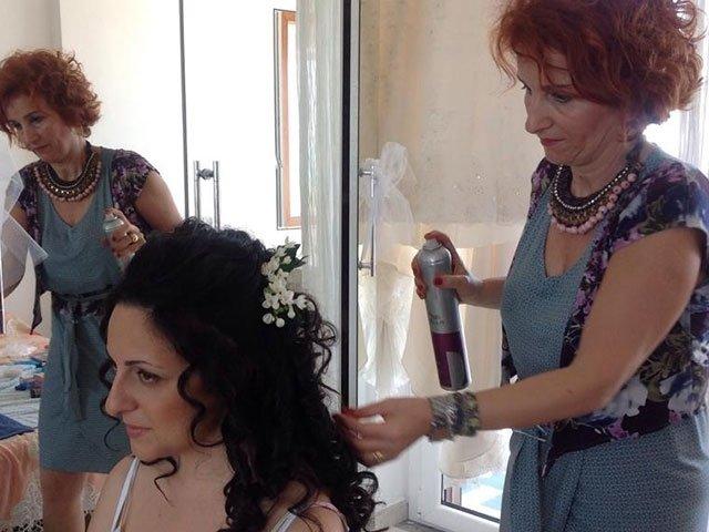 acconciatura sposa con capelli morbidi