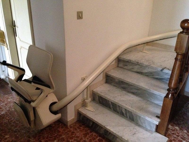 Montascala per scale curvilinee