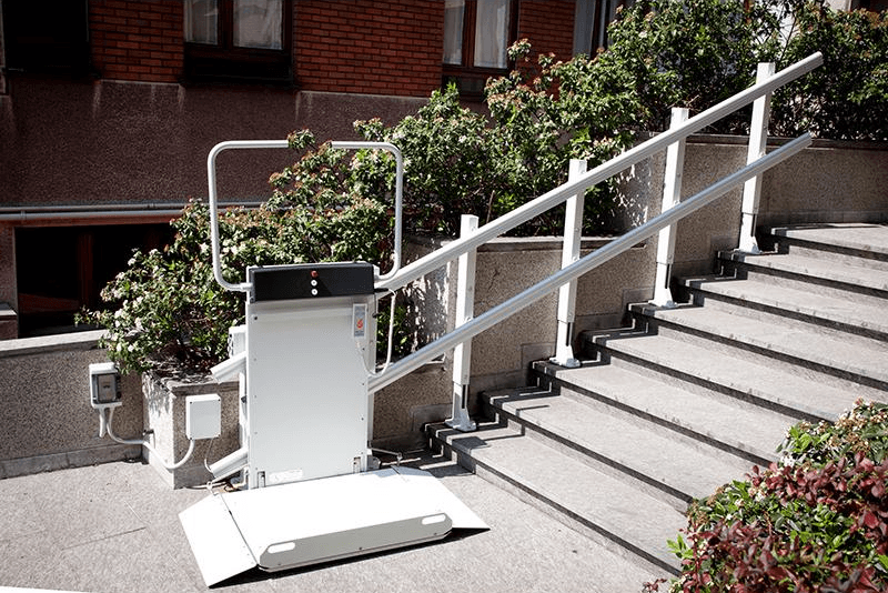 Montascale con piattaforma per scale dritte