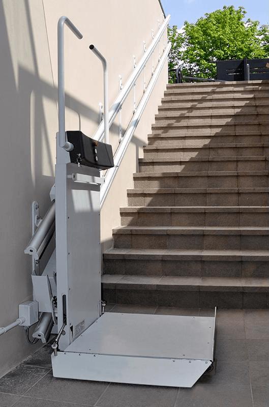 Montascale con piattaforma per scale rettilinee