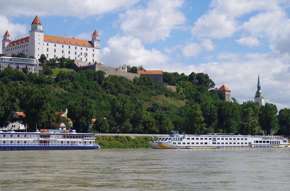 bratislava-boat
