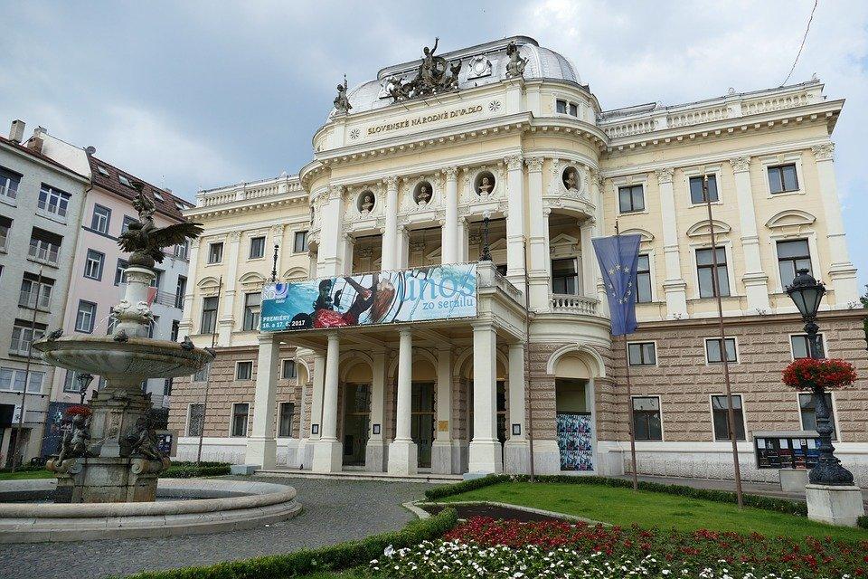 bratislava-parlament