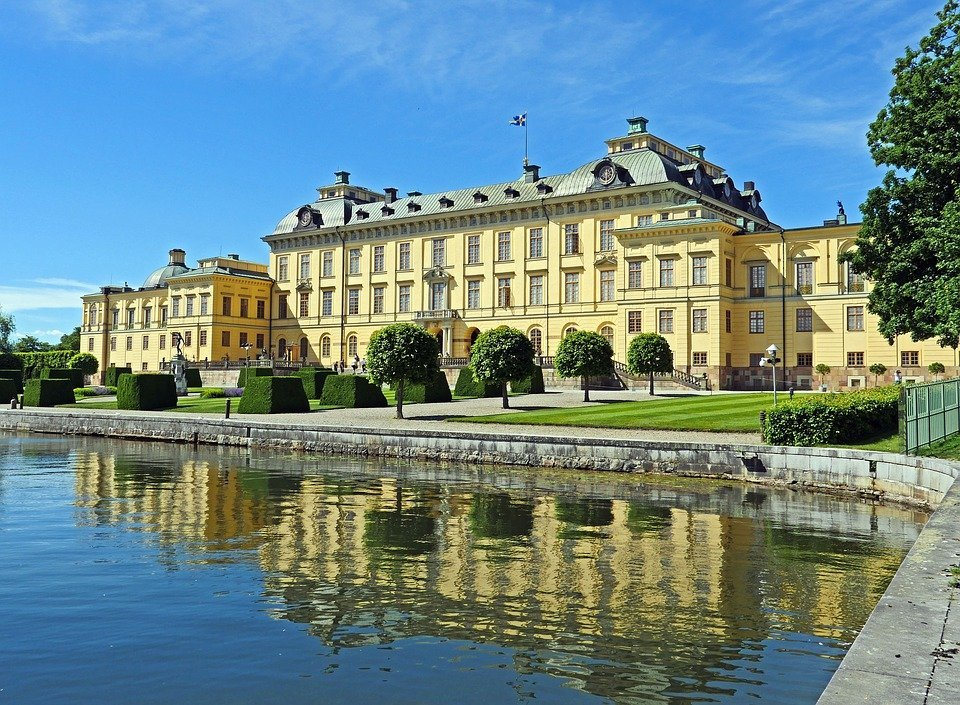 castle-from-water-stockholm