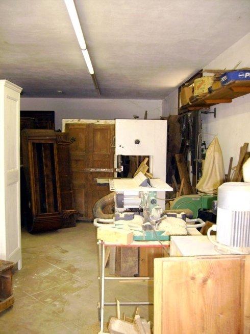 Accurati lavori di restauro di mobili antichi