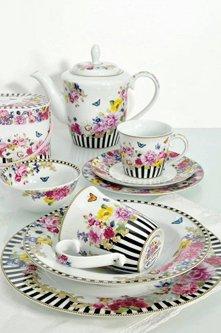 set di piatti ciotole tazze e teiera coordinate