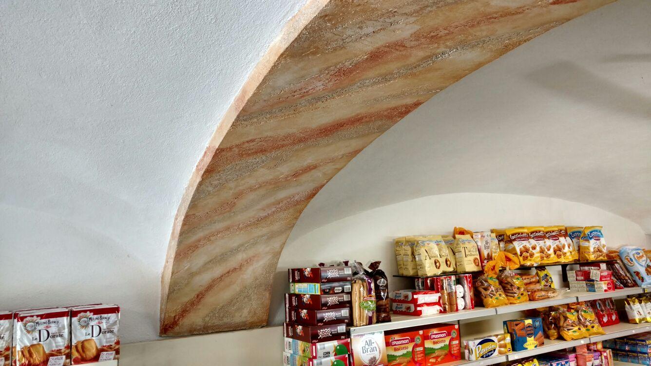 arco decorato con marmo