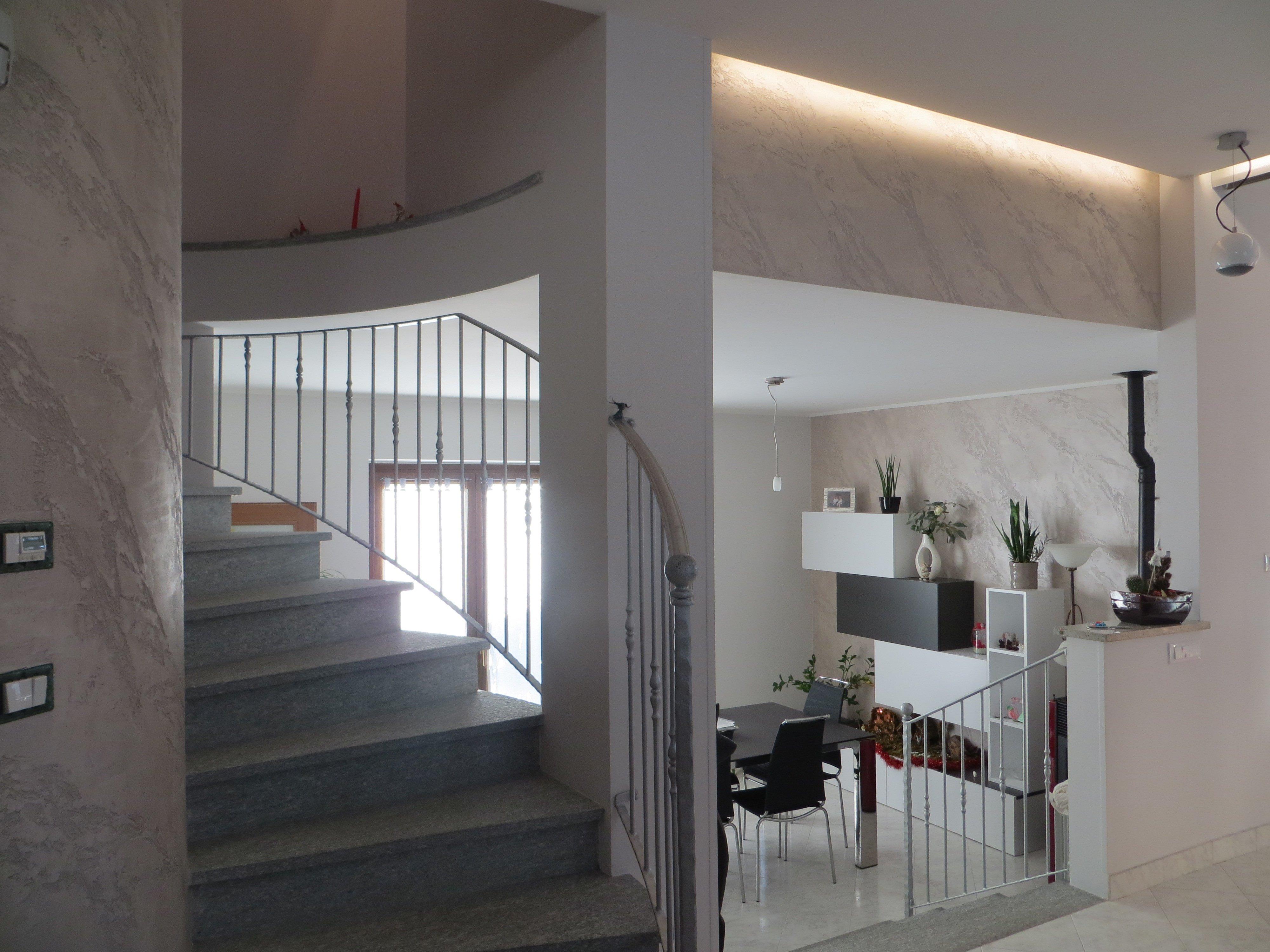 interno di un appartamento con scale