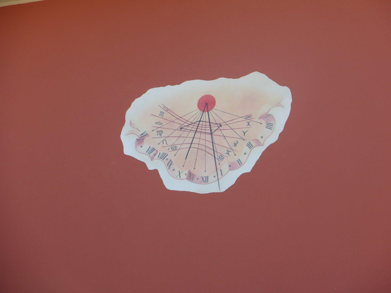 disegno su muro rosa