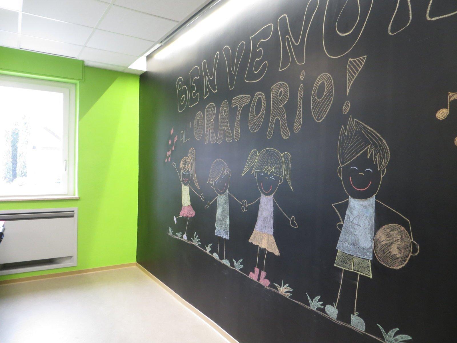 parete con vernice/lavagna
