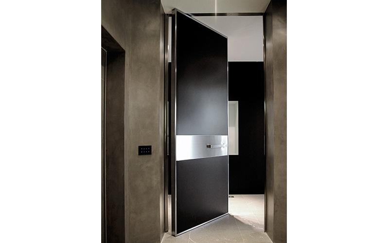 Vertical pivot hinge doors - black