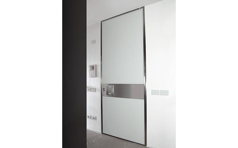 Vertical pivot hinge doors - white