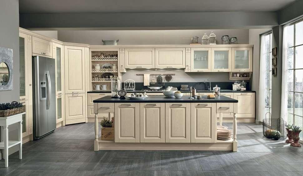 angolo cottura in stile classico per cucine dall'ampia metratura