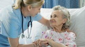 infermieri per anziani, anziani non autosufficienti, anziani allettati