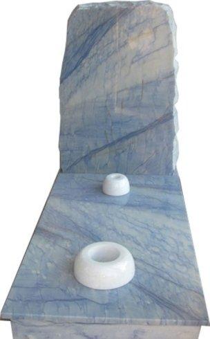 Copritomba in quarzite Azul Macaubas con vaso e lume in marmo Bianco Cristal