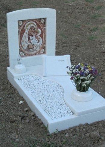 Copritomba in marmo Bianco Cristal con mosaico in marmo