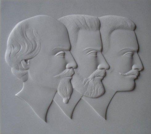 Esempio di scultura in altorilievo su marmo
