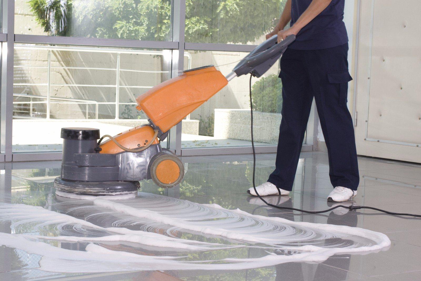 Pulizia professionale del pavimento