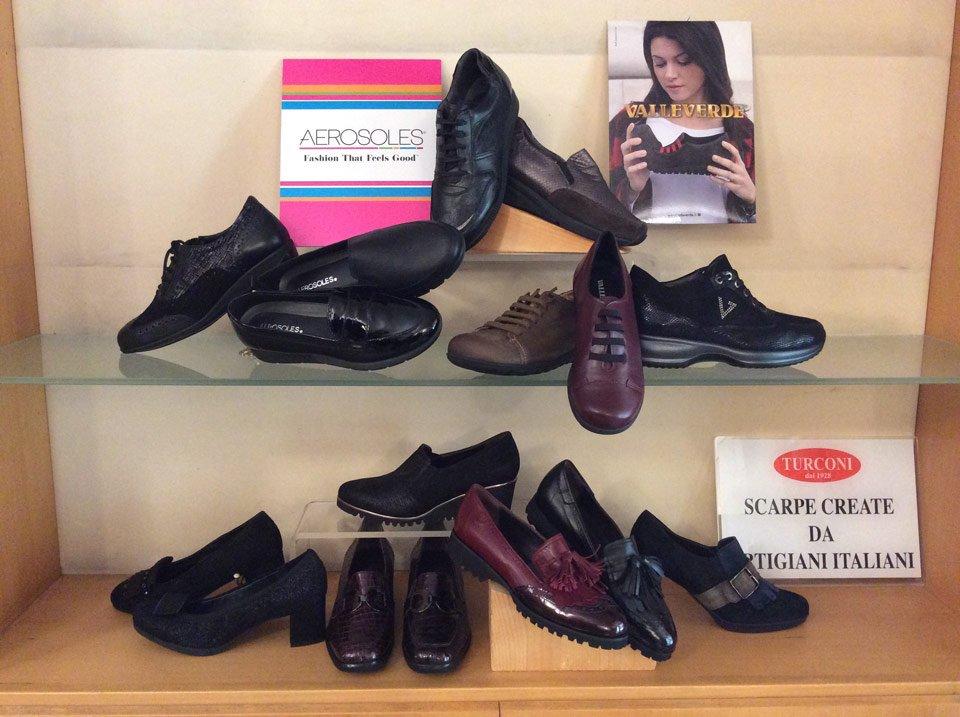 esposizione di scarpe aerosoles