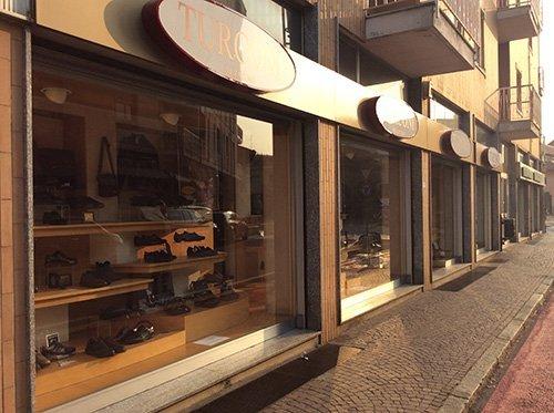 negozio di scarpe artigianali in pelle
