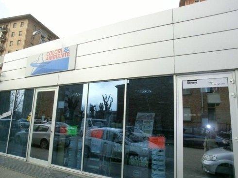 vetrina del negozio COLORI & AMBIENTE