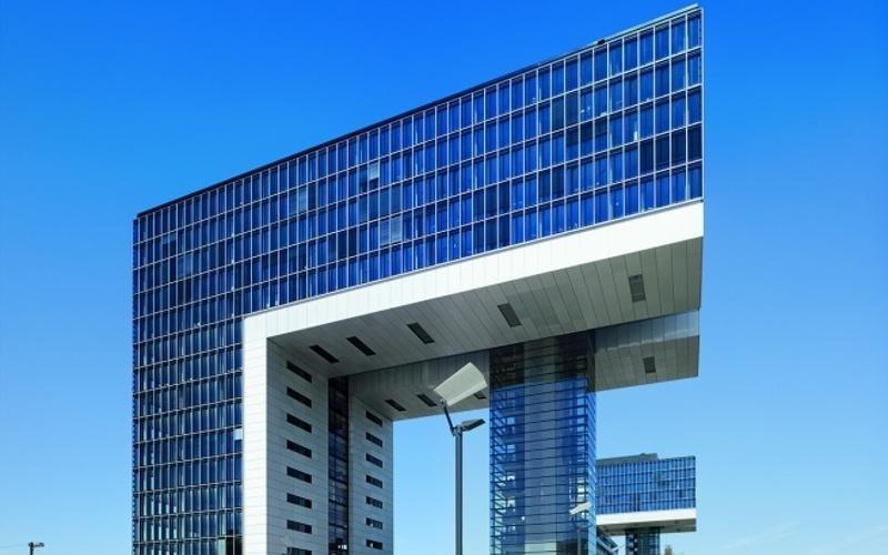 Edificio contemporaneo vetro