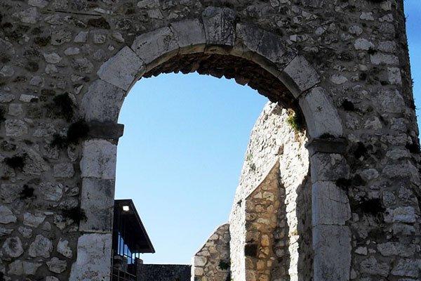 Dettaglio delle mura dell'abbazia