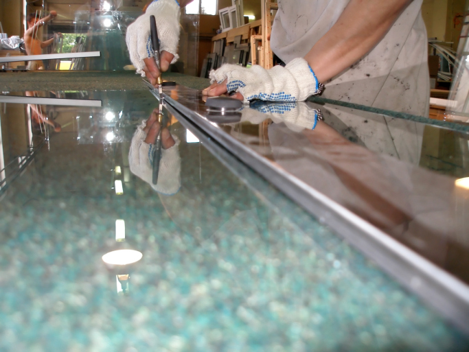 contractor performing glass replacement cutting in Pell City, AL