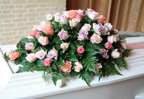 corone funebri, creazioni floreali, addobbi funebri
