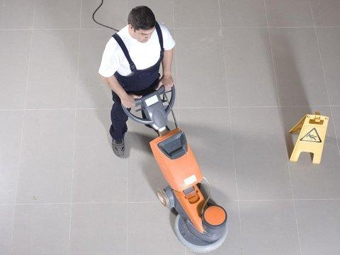 pulizia pavimenti in gres
